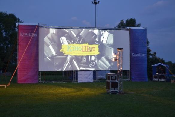 Черкаський кінофестиваль: у Долині троянд транслюють фільми просто неба (ФОТО)