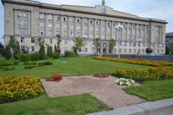 Пам'ятний хрест із Соборної площі Черкас перенесли на площу Слави (ФОТО)