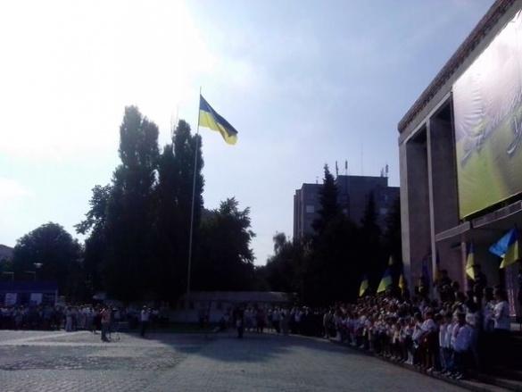 У центрі Черкас підняли прапор (ФОТО)