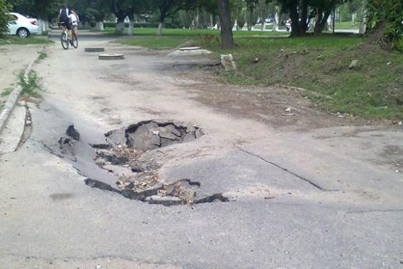 У одному із районів Черкас утворилося провалля (ФОТО)