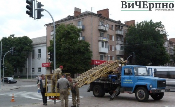 На черкаських перехрестях встановлюють нові світлофори