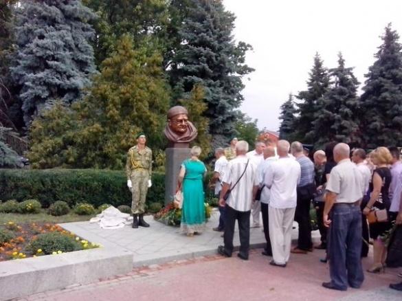 Ткаченко біля пам'ятника Момота закликав черкащан потелефонувати бійцям у зону АТО