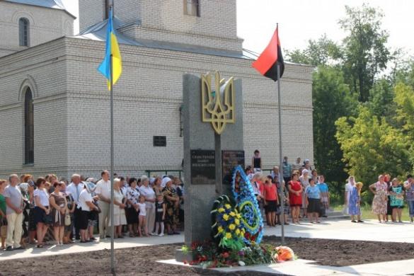 На Черкащині відкрили пам'ятний знак загиблим воїнам АТО та Героям Небесної Сотні
