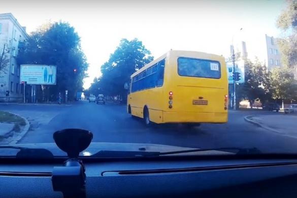 Черкащанин зафіксував на відео чергових водіїв-правопорушників