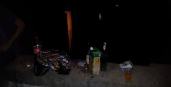 Черкаська молодь вночі просто неба розпиває алкоголь (ВІДЕО)