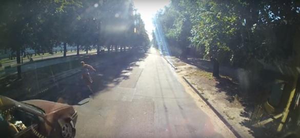 Біля черкаського ТРЦ на дорозі збили жінку