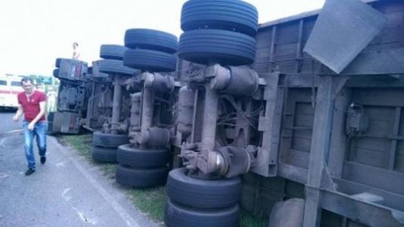 На одному із автошляхів Черкащини сталася масштабна ДТП (ВІДЕО)