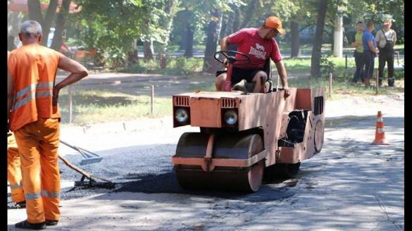 У Черкасах ремонтують дорогу ще на одній вулиці (ФОТО)