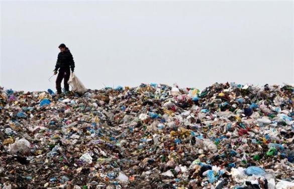 На Черкащині мешканці вивозять своє сміття у центр села