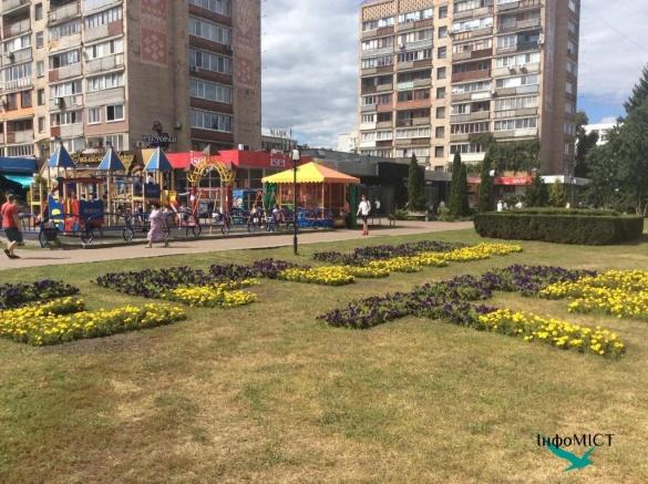 У центрі Черкас з'явився незвичайний квітник (ФОТО)
