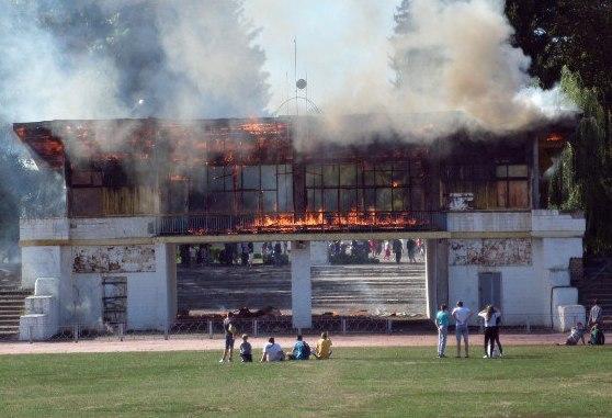 На стадіоні у Смілі сталася масштабна пожежа (ФОТО)