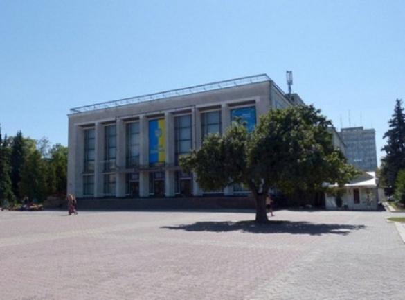 Утеплення сцени та нова покрівля: у черкаському драмтеатрі триває ремонт