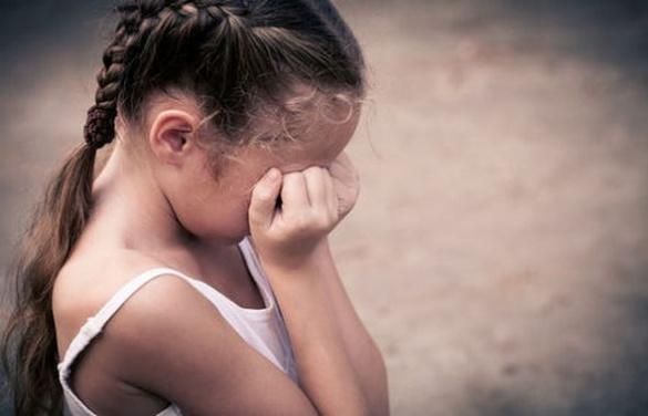 На Черкащині 8-річну дівчинку зґвалтували на очах у матері