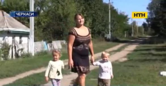 Черкаська сім'я благає українців допомогти почути світ їхнім дітям