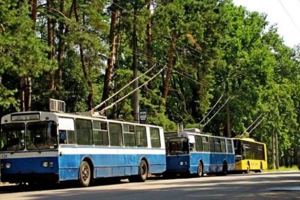 У Черкасах протестувальники перекрили рух тролейбусів