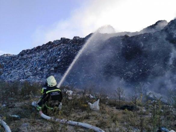 Пожежу на сміттєзвалищі у Руській Поляні загасили