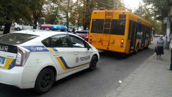 Через ДТП з тролейбусом на бульварі Шевченка частково обмежений рух (ФОТО)