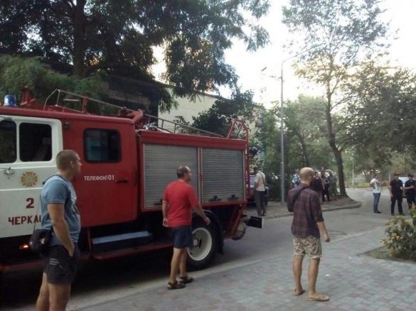 Черкащанина врятували від вогню у власній квартирі
