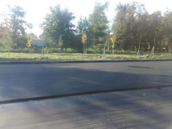 Жахливу дорогу на вулиці Смілянській у Черкасах ремонтують (ФОТО)