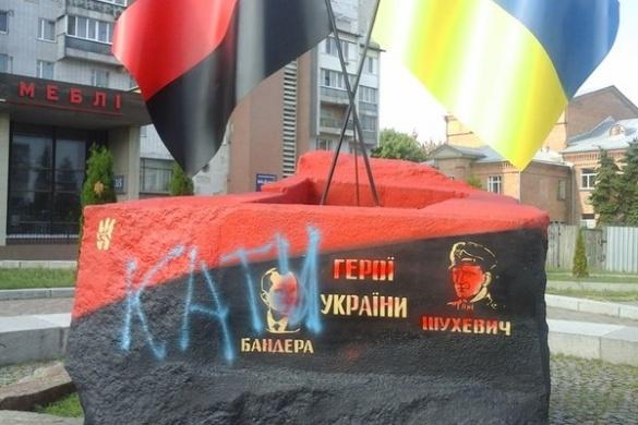 У Черкасах втретє зіпсували пам'ятник героям України (фотофакт)