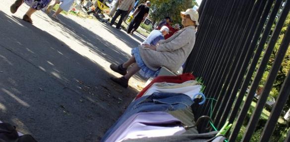 За межею бідності: як черкаські пенсіонери заробляють на хліб (ВІДЕО)