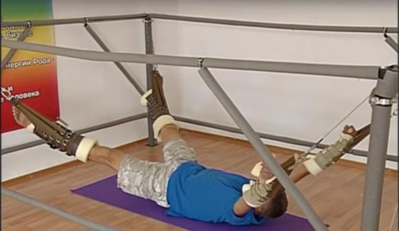Черкащан лікують на тренажері, що нагадує знаряддя катування (ВІДЕО)