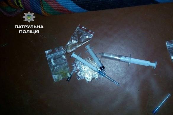 Черкаські патрульні серед білого дня ловили чоловіка з наркотиками