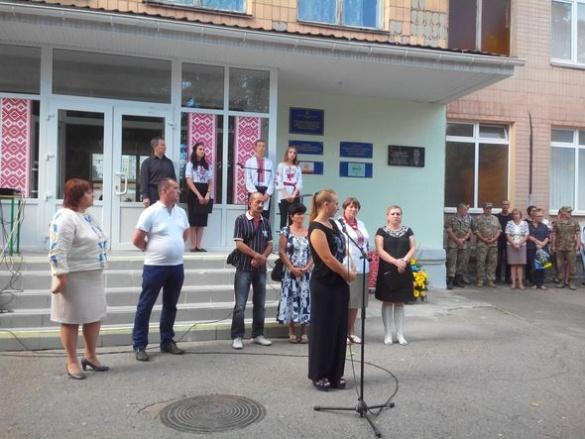 Черкаському герою відкрили меморіальну дошку в рідній школі