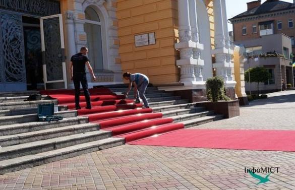 З'явилися перші фото вже відреставрованого Палацу одружень