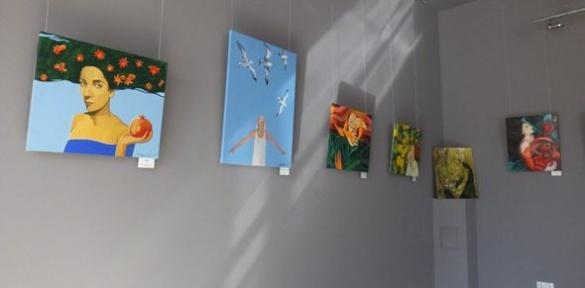 Відома художниця з Черкас презентувала власну виставку