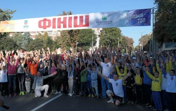 Депутати і спортсмени зранку пробіглися Хрещатиком через свято (ВІДЕО)