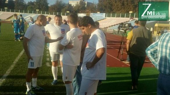 """""""Тест для чиновників"""". Черкаські владці зіграли у футбол із ветеранами (ФОТО)"""