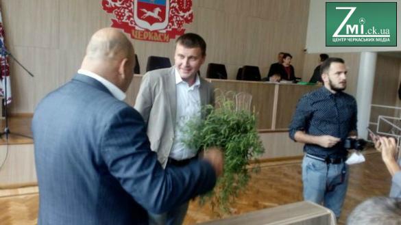 Перед черкаськими депутатами влаштували небезпечну акцію (ФОТО)