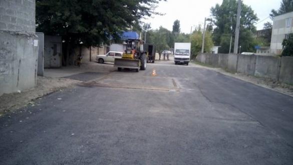 У Черкасах після ремонту дороги почали ремонтувати труби (ФОТО)