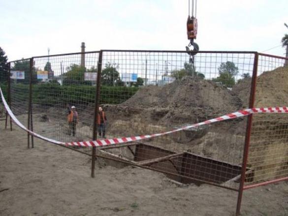 У одному із районів Черкас утворилося чергове провалля (ФОТО)