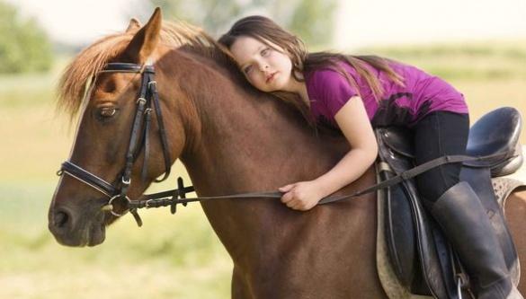 Історія одужання: черкащанка лікує дітей за допомогою верхової їзди