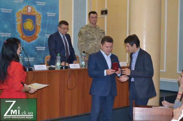 Черкаських тренерів та спортсменів нагородили грамотами і відзнаками Президента