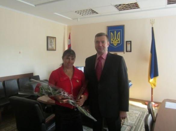 Багатодітна черкащанка отримала почесне звання від Президента