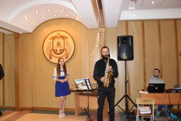 У черкаському виші під музику влаштували зустріч кращих випускників