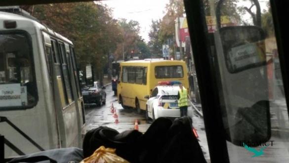 ДТП у Черкасах: водій автобусу не пропустив автомобіль (фотофакт)
