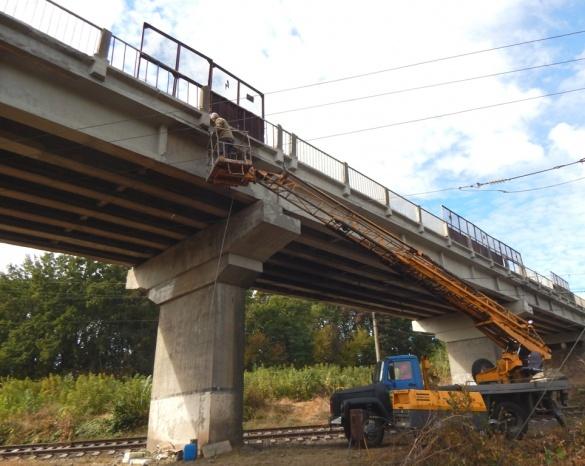Черкаські дорожники ремонтують шляхопровід через залізничну колію Городище–Корсунь