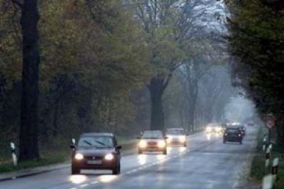 Черкаським водіям нагадують, що з першого жовтня за містом слід вмикати фари