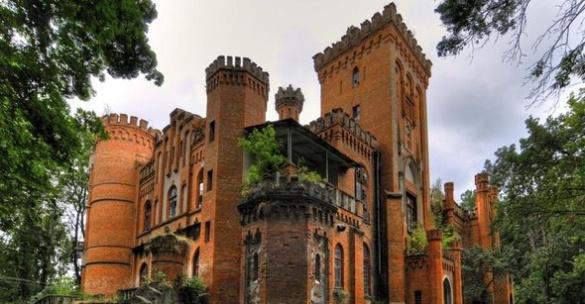 На Черкащині через людську байдужість руйнується історична будівля (ВІДЕО)