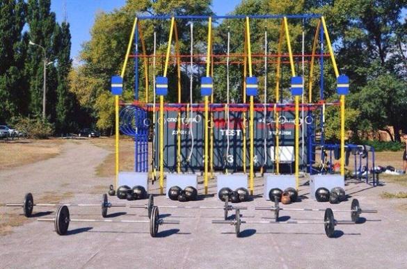 На узбережжі Дніпра облаштували майданчик для занять спортом (ФОТО)