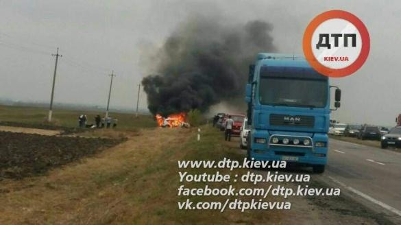 Біля Жашкова хасиди потрапили у жахливу ДТП: авто згоріло
