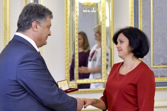 Президент України нагородив черкаську вчительку історії