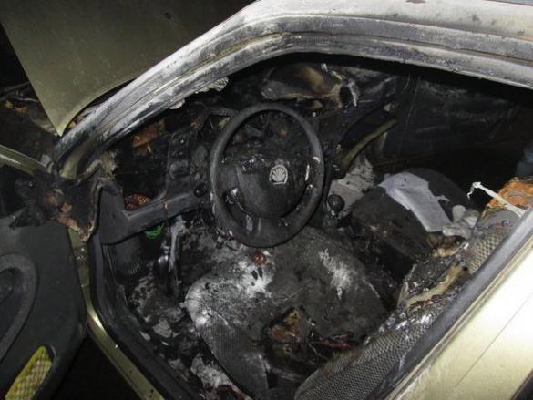 На одній із вулиць Черкас загорілась іномарка (фотофакт)
