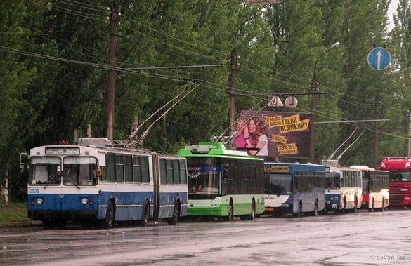 У Черкасах через дощ театр перетворюється на басейн і зупинилися тролейбуси