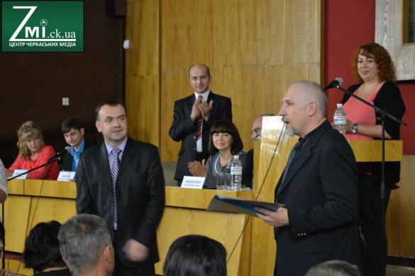 Черкаським волонтерам і активістам вручили нагороди за допомогу АТОвцям (ФОТО)