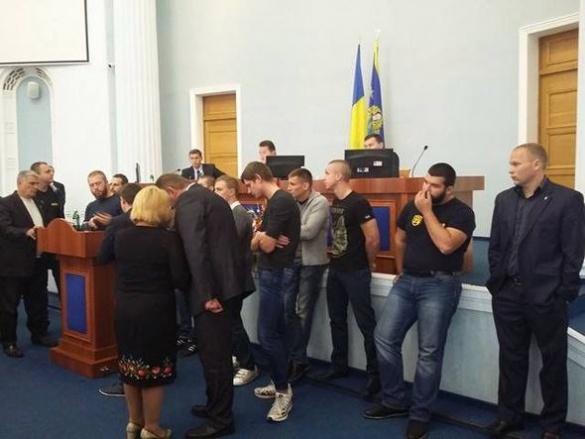 Черкаські полісмени прибули на сесію облради